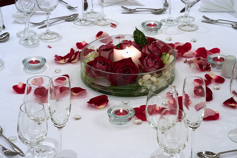 http://www.pandrevomai.com/wp-content/uploads/2014/12/Sofitel-Athens-Airport-wedding-table1.png
