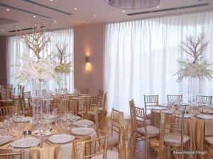 http://www.pandrevomai.com/wp-content/uploads/2015/11/Στολισμός-γάμου-χρυσά-300x225.png