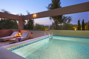http://www.pandrevomai.com/wp-content/uploads/2015/11/Private-pool-@-Royal-suite-300x200.png