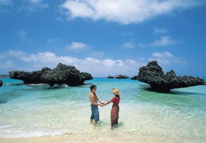 http://www.pandrevomai.com/wp-content/uploads/2015/11/VatuleleFiji-HoneymoonCouple-Rocks-Large_01-300x208.jpg