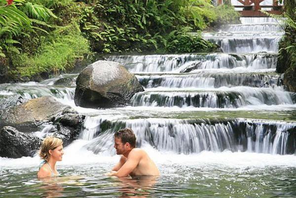 http://www.pandrevomai.com/wp-content/uploads/2015/11/costa_rica_honeymoon_tabacon-Large_11.jpg