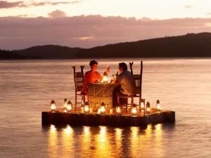 http://www.pandrevomai.com/wp-content/uploads/2015/11/pontoon_dinner2-300x225.jpg